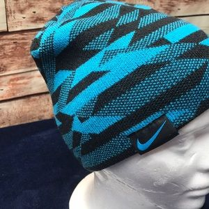 Nike Reversible beanie hat youth NWOT M1119